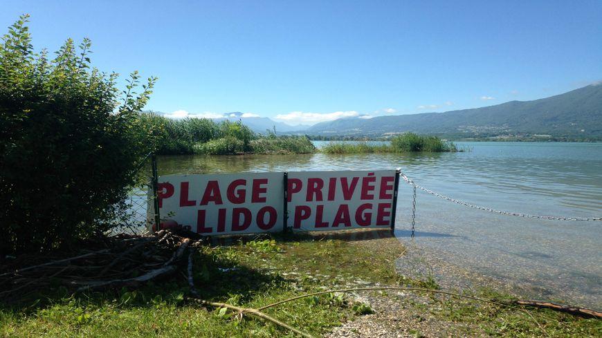 """La plage du restaurant """"le Lido"""" à Tresserve totalement inondée"""