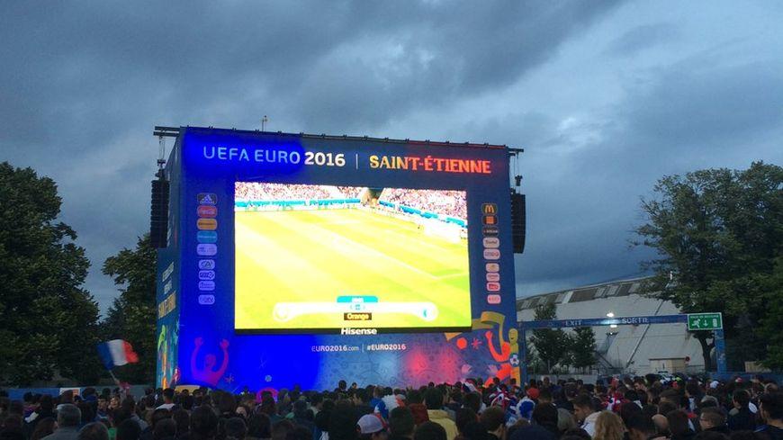 À la fan zone, ambiance aussi calme que le match
