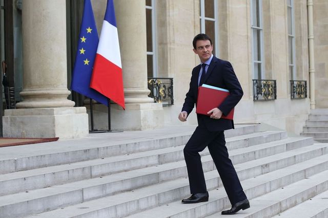 france's prime minister manuels valls arrives for the first cabinet meeting of the new government at the elysee palace in paris