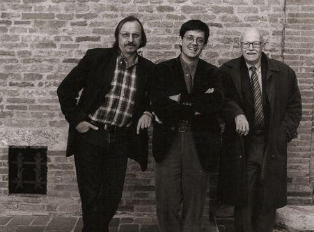 Maurice Baux avec  Didier Daeninckx (droite) et Willy Ronis (gauche)