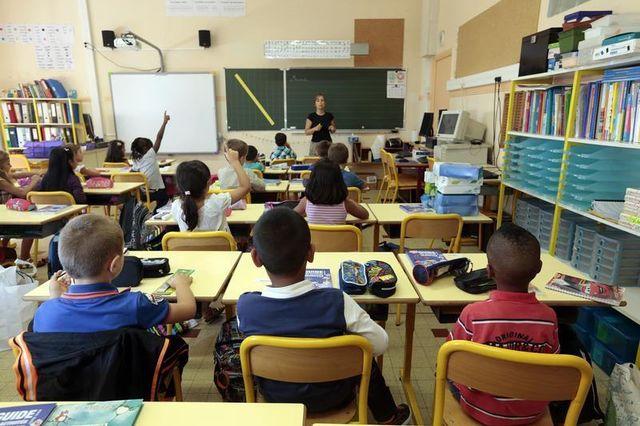 """une """"charte de la laïcité"""" dans les écoles"""