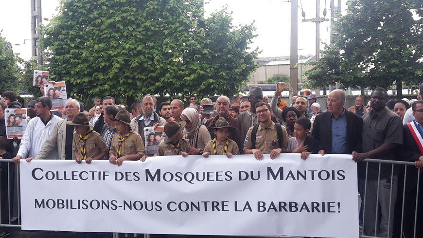 Marche contre la barbarie à Mantes-la-Jolie
