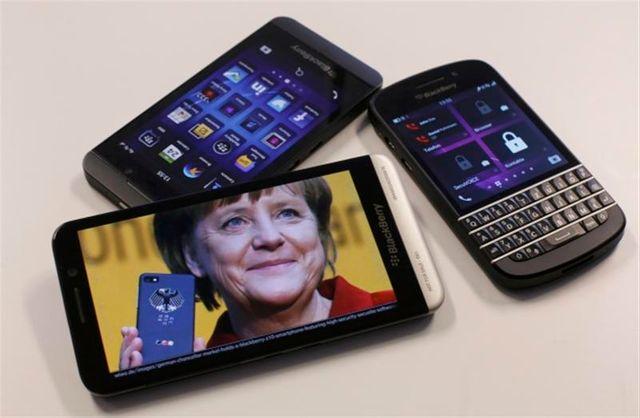 tensions entre berlin et washington sur fond de surveillance présumée du portable d'angela merkel