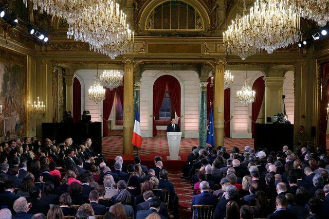 évasif sur sa vie privée, françois hollande prend un risque politique