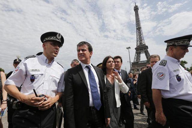 manuel valls tentent de rassurer les touristes sur leur sécurité