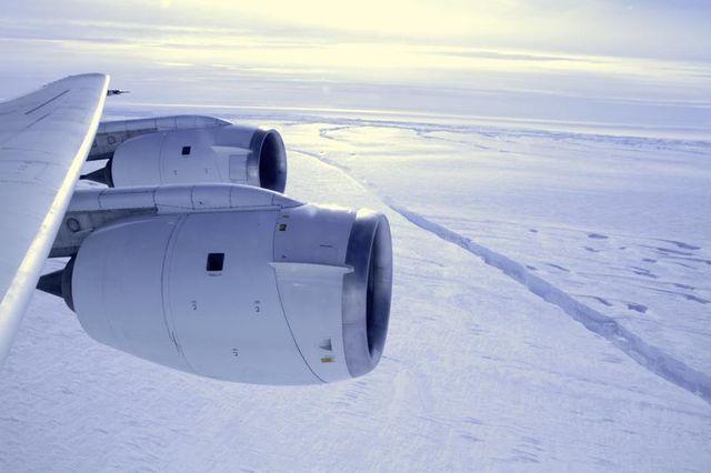 la banquise en antarctique s'étend malgré le climat