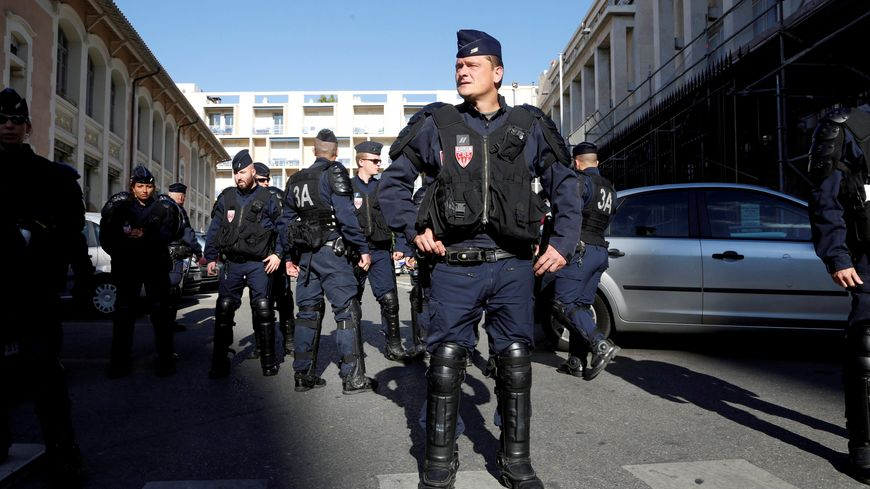 Les 42 supporters russes interpellés à la sortie de leur hôtel à Mandelieu