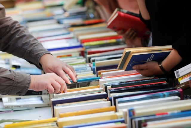 """la loi """"anti-amazon"""" sur le prix des livres définitivement adoptée"""