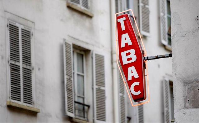 les hausses du prix du tabac en france auraient fait chuter leur volume de ventes de près de 5% en 2012