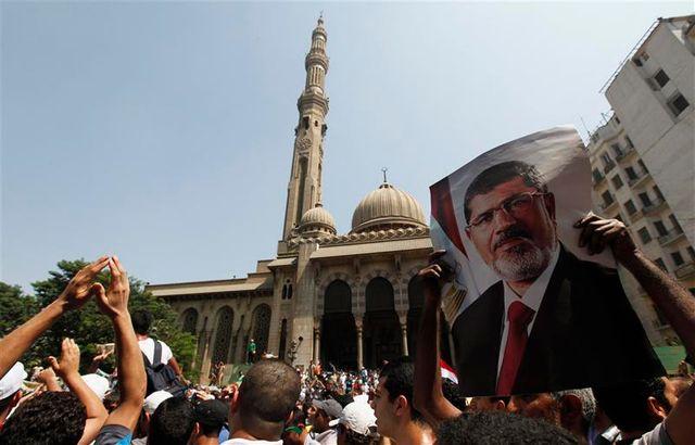des milliers de partisans de mohamed morsi manifestent au caire