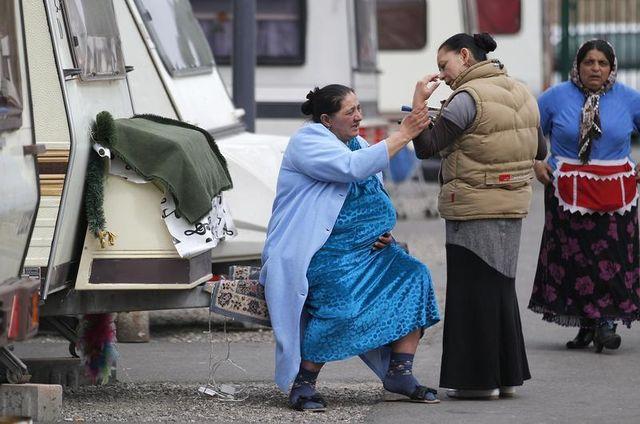 christian estrosi et jean-marie le pen visés par des plaintes sur les roms