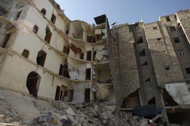 les faubourgs de damas bombardés par l'armée syrienne