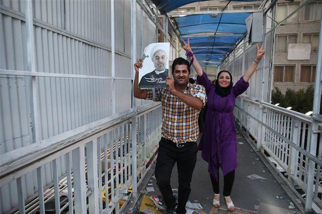 le religieux modéré hassan rohani élu dès le premier tour à la présidence de l'iran