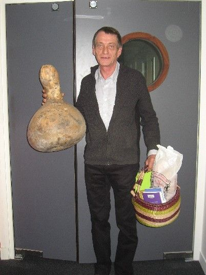 Jean Michel, sa courge et son petit panier sous son bras