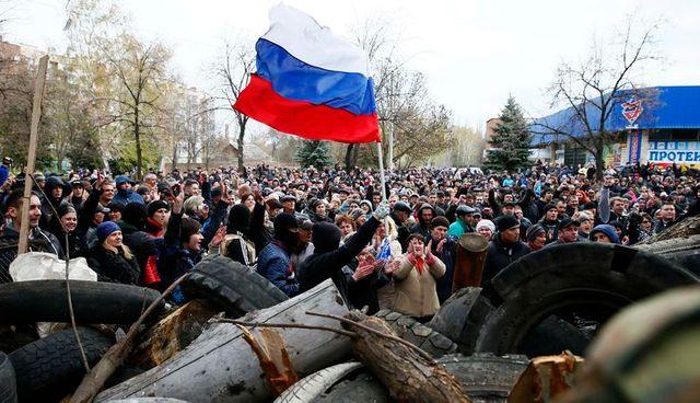 coup de force des pro-russes à slaviansk, dans l'est de l'ukraine