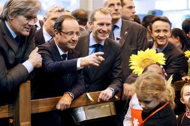 l'ump s'offusque d'une phrase de françois hollande sur nicolas sarkozy