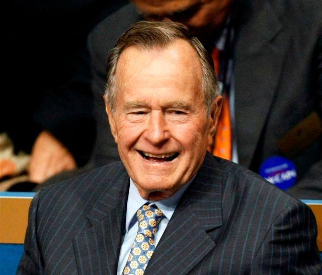 george h. bush hospitalisé en soins intensifs