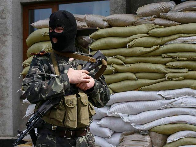 cinq morts dans l'attaque d'un checkpoint pro-russe en ukraine, selon la télévision russe