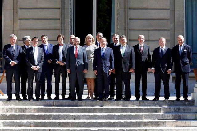 les sociaux-démocrates européens réunis à paris soutiennent jean-claude juncker