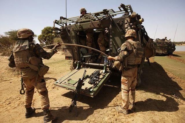 l'armée française va perdre près de 34.000 postes dans les six prochaines années