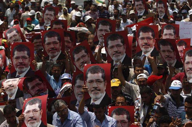 l'armée égyptienne se déploie autour du site où se trouve mohamed morsi