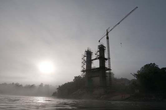le pont dans la brume