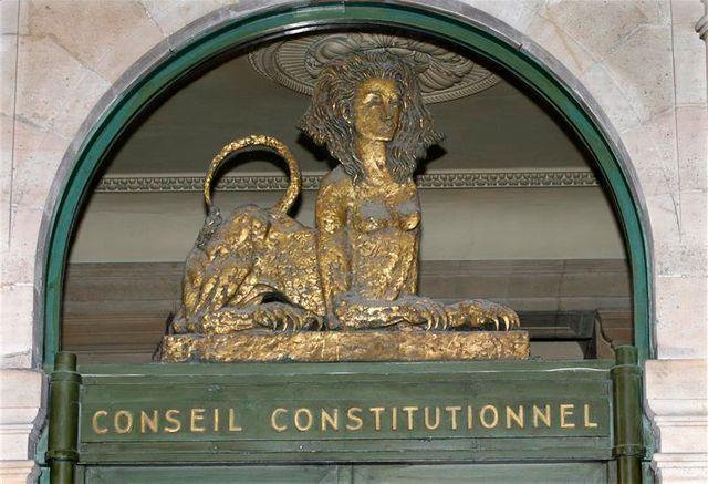 le gouvernement évalue à 500 millions d'euros en 2013 le coût des dispositions fiscales censurées