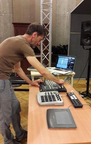 Christophe Ruetsch en balance pour France Musique au studio 107 par S Noël