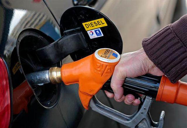 arnaud montebourg déclare qu'aucune décision n'est prévue en 2013 sur le diesel