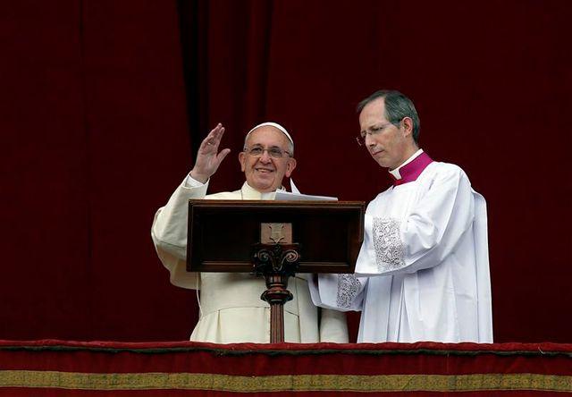 """lors de la bénédiction """"urbi et orbi"""", le pape lance un appel à la paix"""