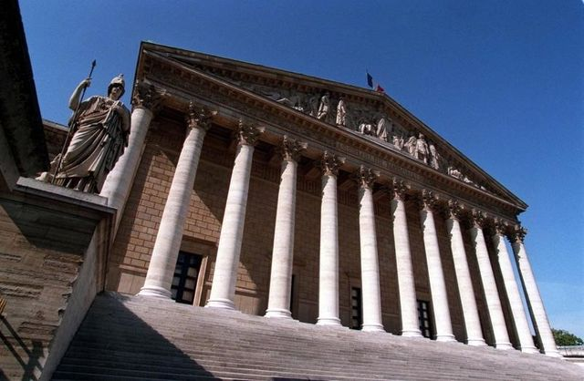 claude bartolone prévoit de revoir le statut des groupes à l'assemblée nationale