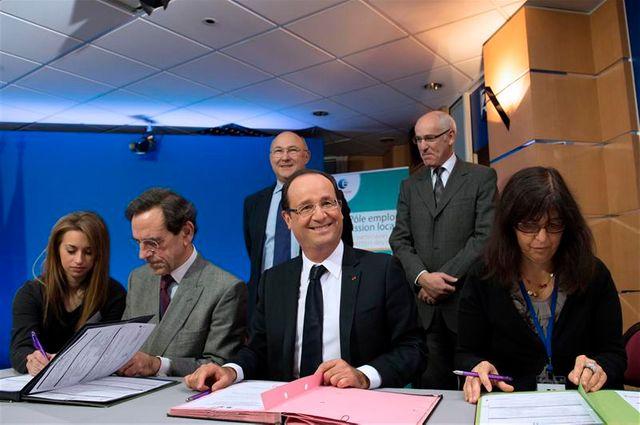 """françois hollande lance les """"emplois d'avenir"""""""