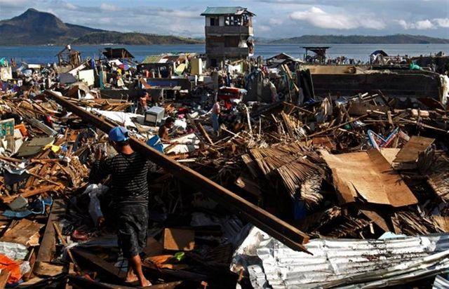 aux philippines, les rescapés du typhon haiyan entament la reconstruction