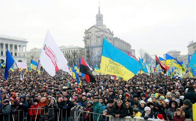 manifestation à kiev et suspension des négociations avec l'ue