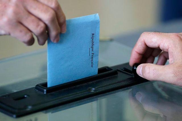 l'ump contre un éventuel report des élections régionales et départementales