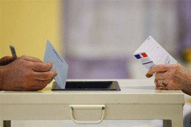 jean-marc ayrault appelle à un vote de confiance aux législatives