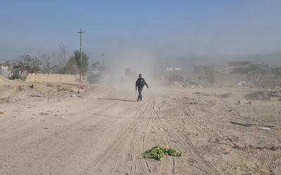 Membres des forces de sécurité irakiennes près de Falloujah