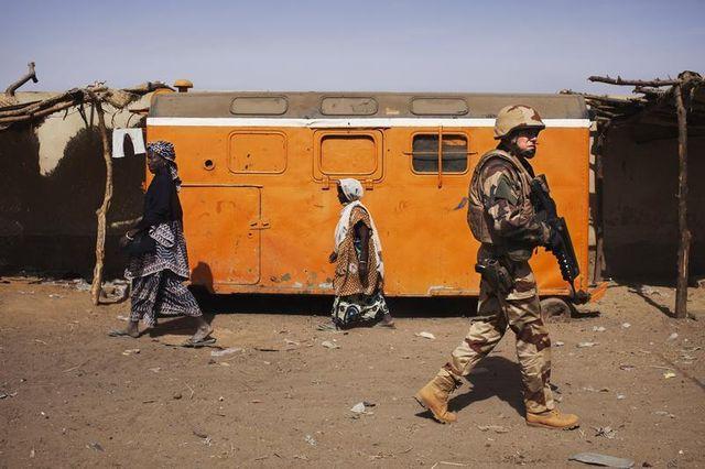rpt-la france paie son engagement au mali avec les prises d'otages, selon françois hollande