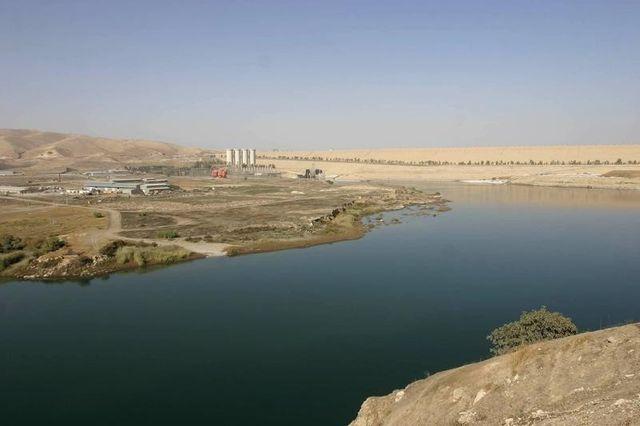 les combattants kurdes disent avoir repris le barrage de mossoul