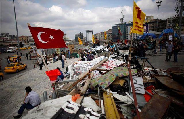 les occupants du parc gezi à istanbul poursuivent leur mouvement