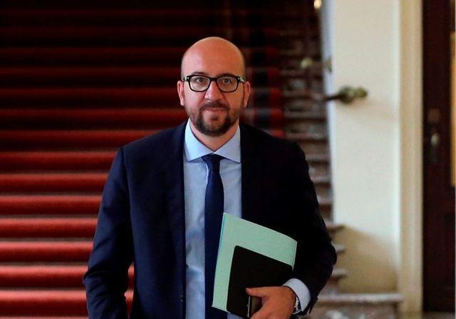 le roi des belges se tourne vers charles michel pour former un gouvernement
