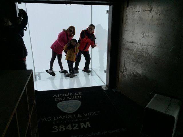 """Aiguille Du Midi Le Pas Dans Le Vide reportage - chamonix : l'aiguille du midi dévoile son nouveau """"tube"""""""