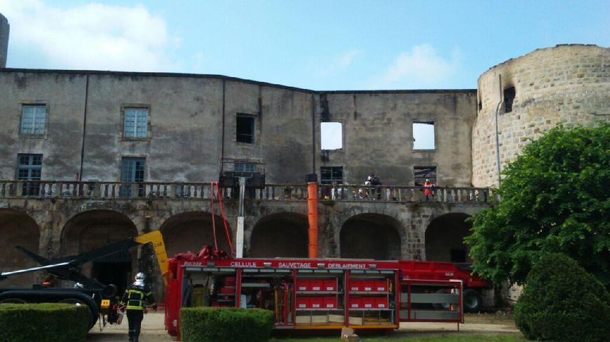 Le château de Ravel incendié la nuit dernière