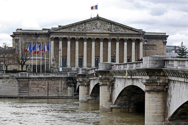 pour un français sur deux, la plupart des hommes politiques sont corrompus