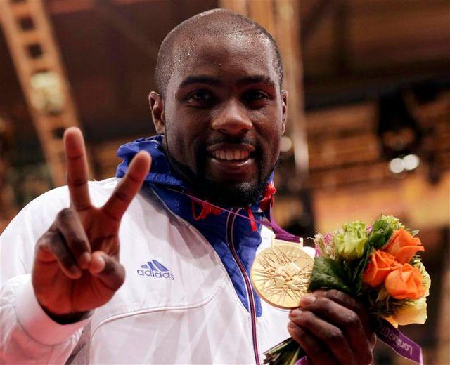le judoka teddy riner décroche l'or olympique des plus de 100 kg