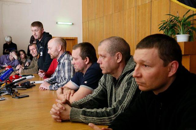 les observateurs de l'osce détenus à slaviansk se disent bien traités