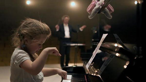 En Suède, des bambins apprennent à jouer Erik Satie en seulement cinq semaines !