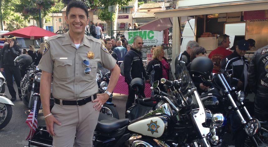 Gilles, devant sa moto de police américaine