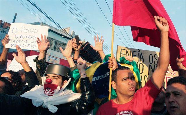face aux manifestations, rio et sao paulo abrogent la hausse des prix des transports