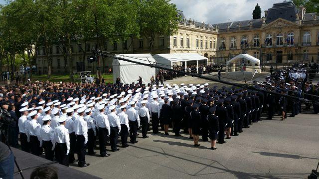 Les troupes réunies pour l'hommage national